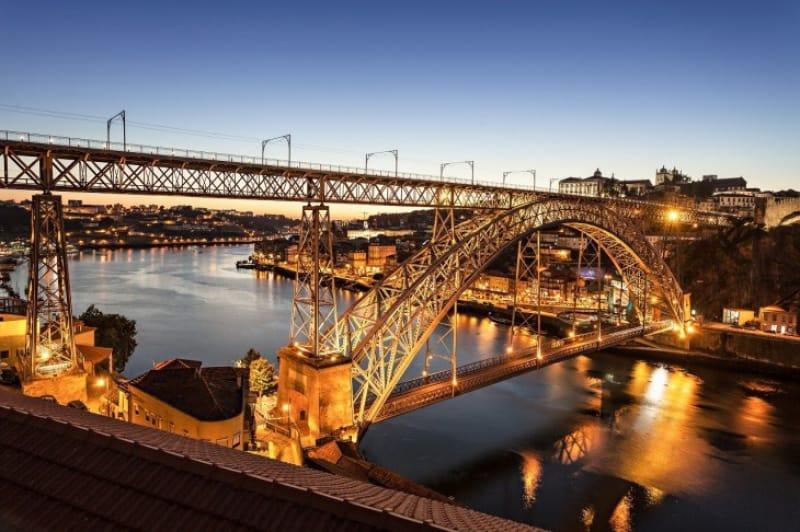 エッフェルの弟子が築いた美しきアーチ「ドン・ルイス1世橋」