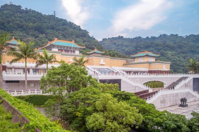 敷地内には美しい中国庭園も