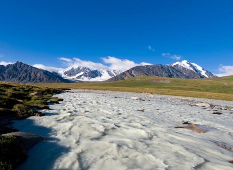 アルタイ山脈がつくる水脈