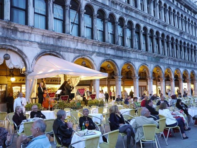 カフェラテの発祥地「カフェ フローリアン」/イタリア