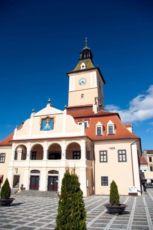 かつての市庁舎は博物館に「カーサ・スファトゥルイ」