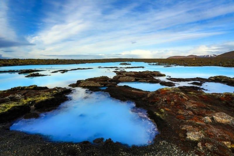 美しい青い空と青い水