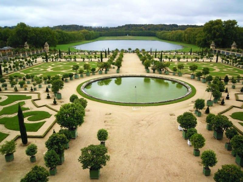 宮殿よりも労力を費やしたという庭園