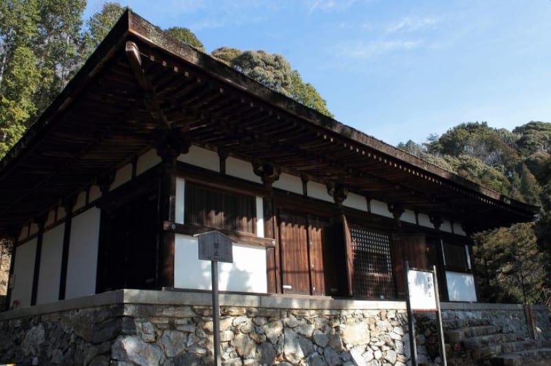(4)平安時代の面影を残す「薬師堂」