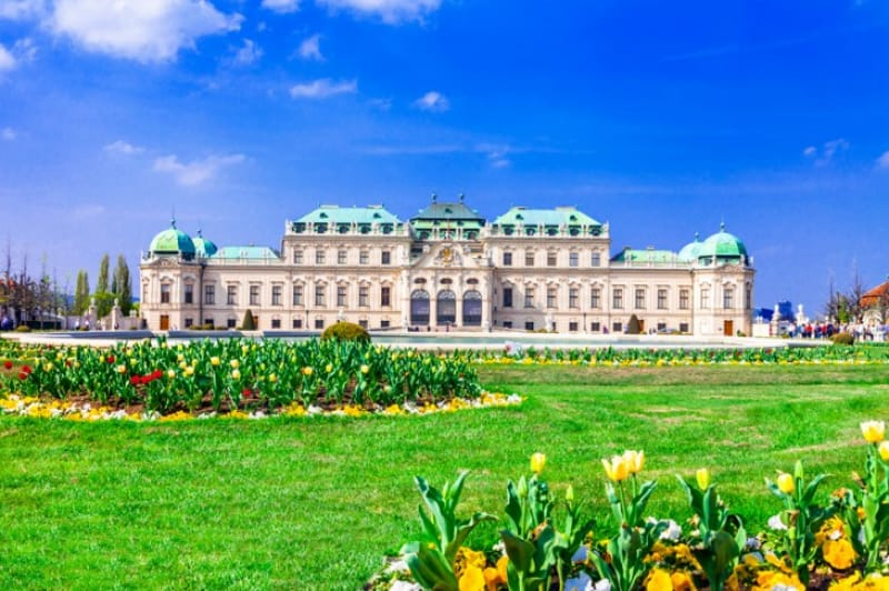 広大なシェーンブルン宮殿はウィーンでぜひ見ておきたいスポット