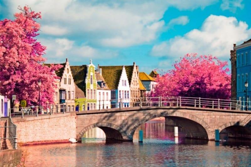 運河の至るところに架けられた橋