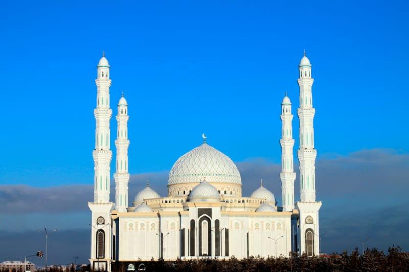 アジア最大級モスク「ハズラト・スルタン・モスク」