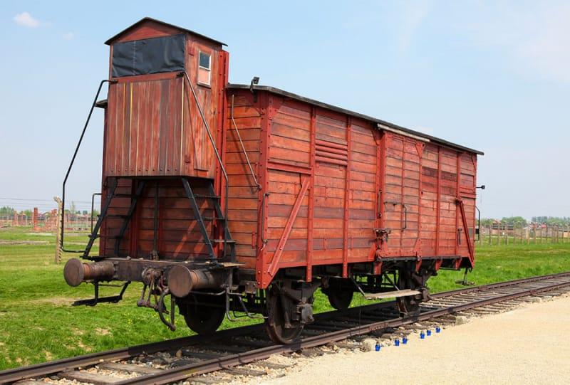 ユダヤ人が詰め込められた列車