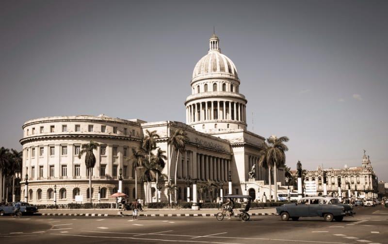 時代を感じさせるハバナの旧市街と新市街