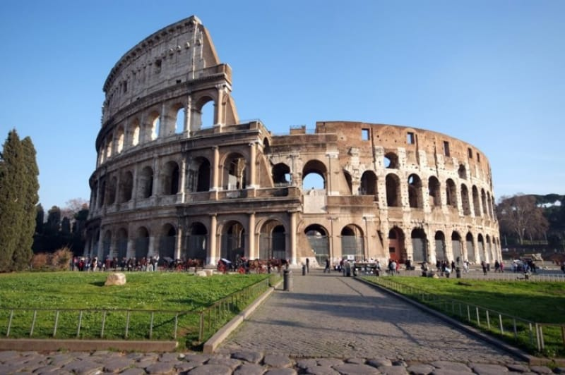 ローマの観光地のなかでは人気ナンバーワン「コロッセオ」