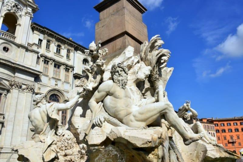 「ナヴォーナ広場」の顔「四大河の噴水」