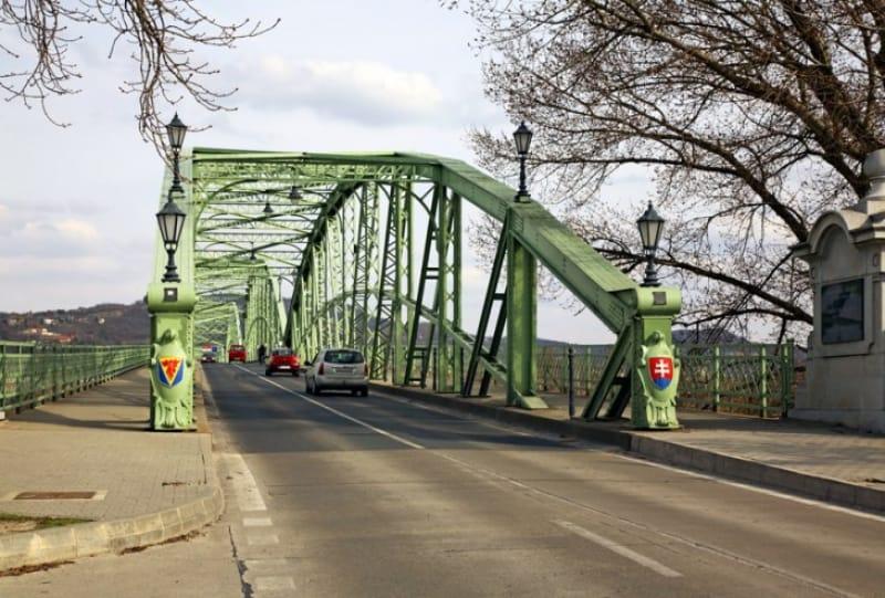 マーリア・ヴァレーリア橋の先はスロヴァキア