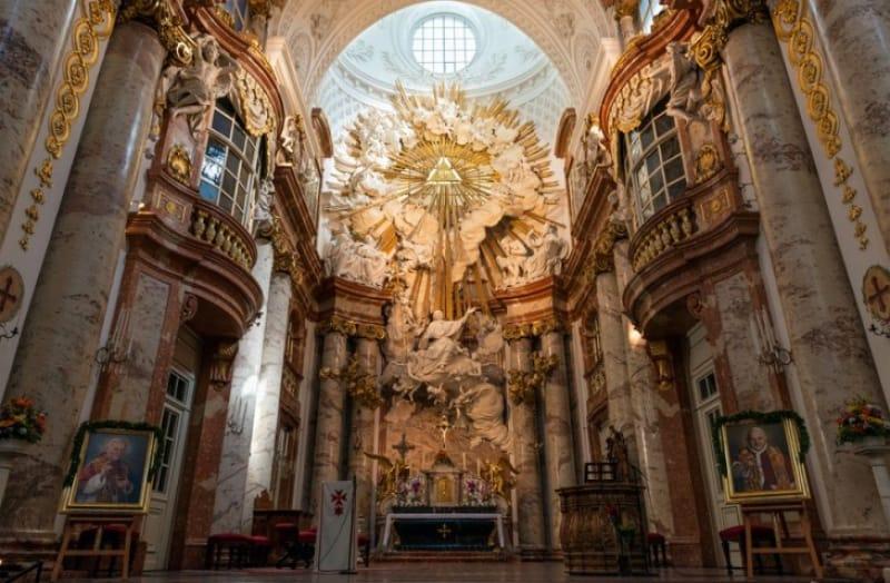 カールス教会の中央祭壇