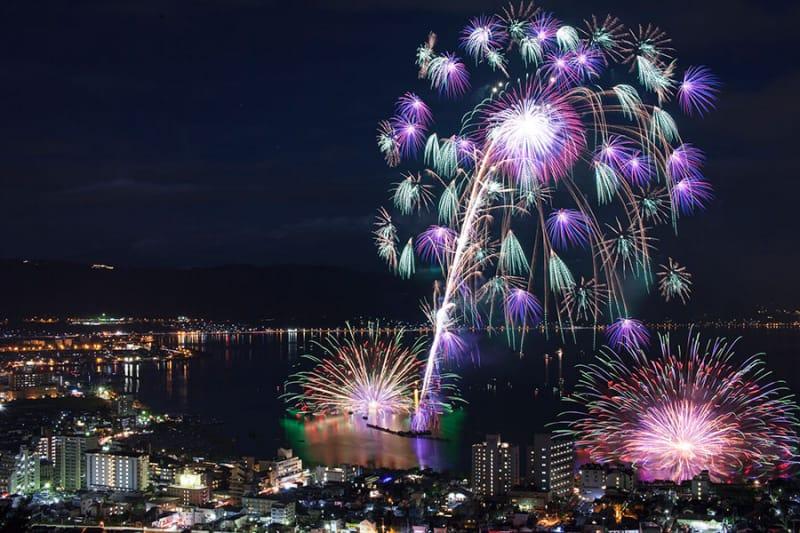 全国最大級のナイアガラ『諏訪湖祭湖上花火大会』