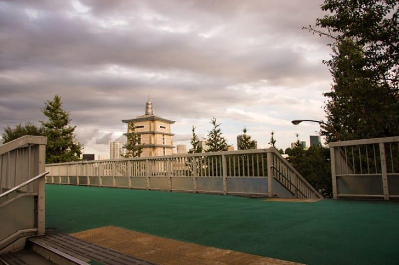 瀧が三葉のことを考えていた「信濃町歩道橋」