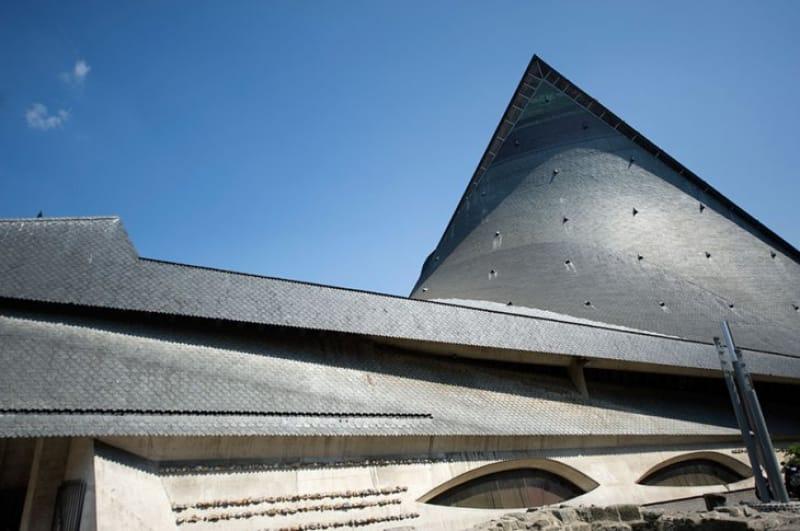 モダンチックな聖女の教会「ジャンヌ・ダルク教会」