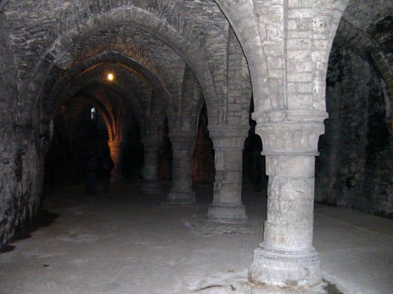 おどろおどろしい「フランドル伯城」の内部