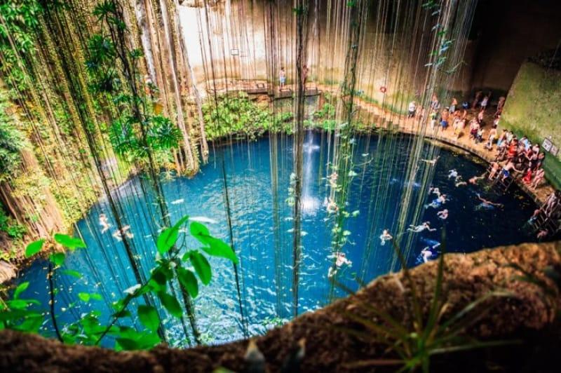 幻想的な水中の世界・セノーテイキル