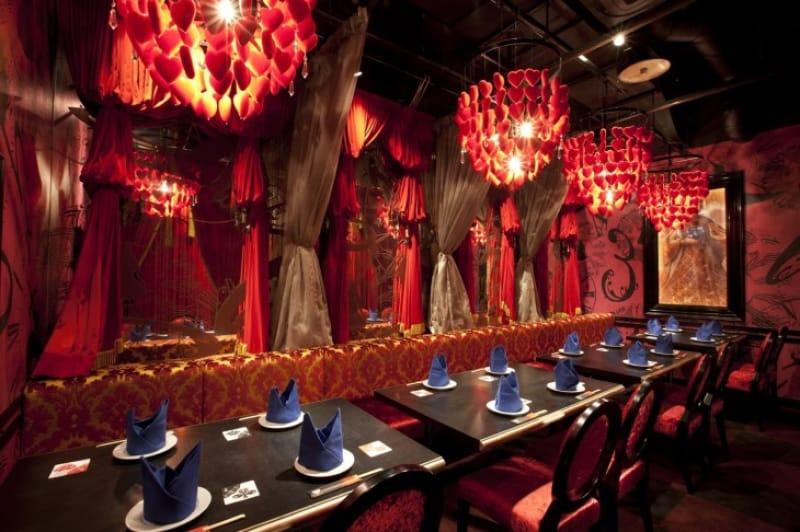 92603:「不思議の国のアリス」の世界観を表現、かわいすぎるレストラン