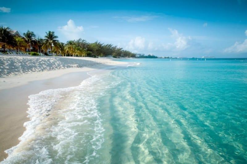 青い海・青い空・白い砂!夏は夏らしくレッツリゾート!