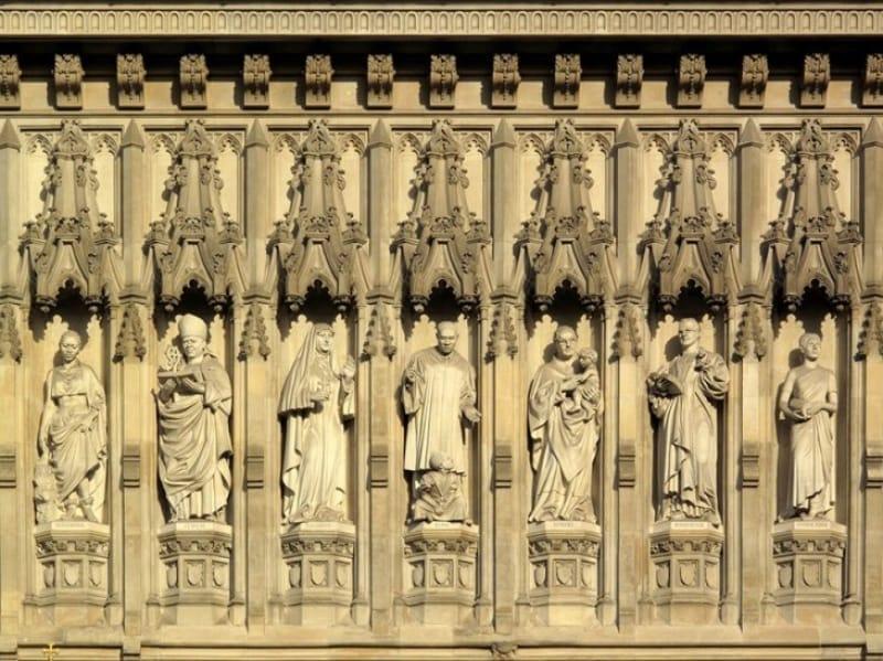 「20世紀の殉教者」10人の像