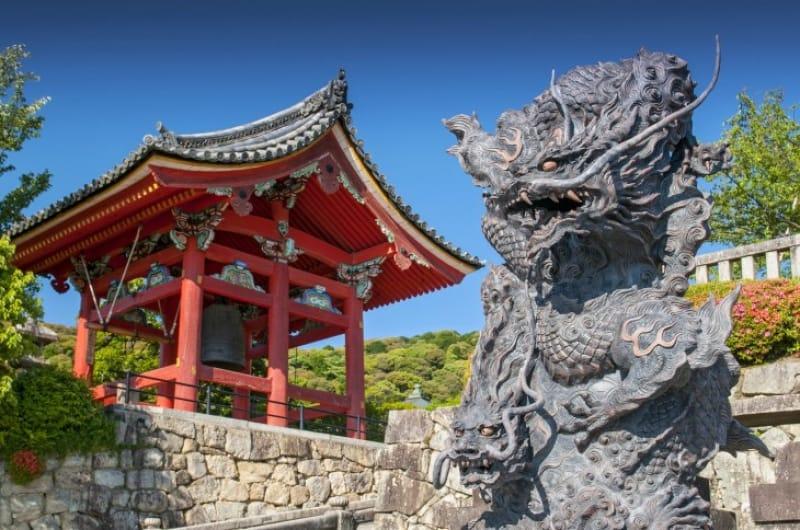 (3)桃山建築が見事な「鐘楼」
