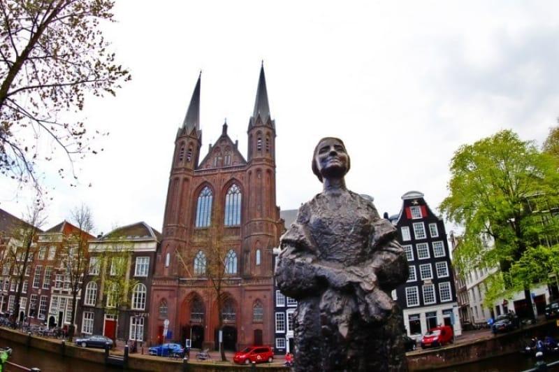 「無総督時代」とアムステルダム