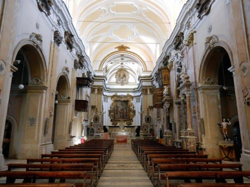 ゴシック様式の美しい聖ニコラス大聖堂