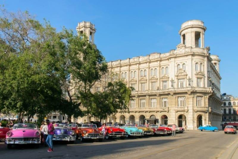 キューバのカラフルなアートが見られるハバナ国立美術館
