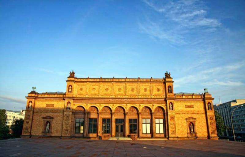 広い世代の美術作品を一度に見られるハンブルク市立美術館