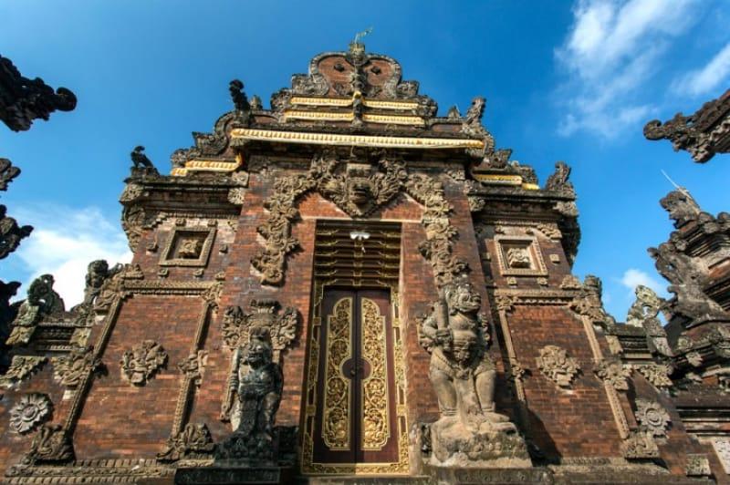 バリ・ヒンドゥー教の総本山・ブサキ寺院
