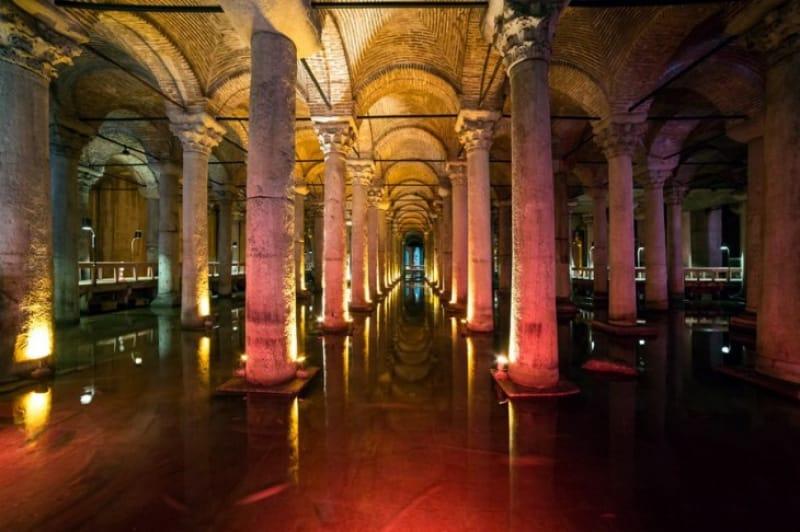 神秘的な巨大貯水池、地下宮殿