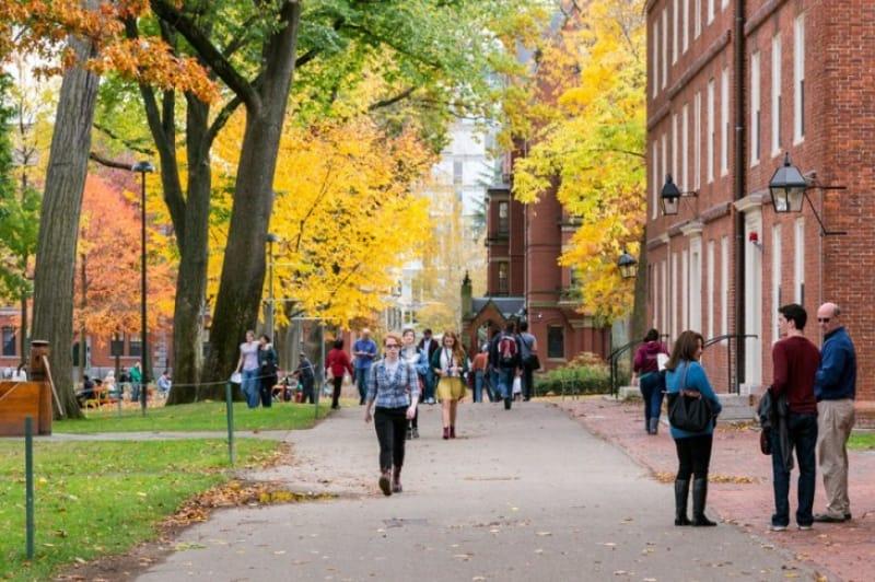 宗教のための大学からエリートを育てる大学へと転身