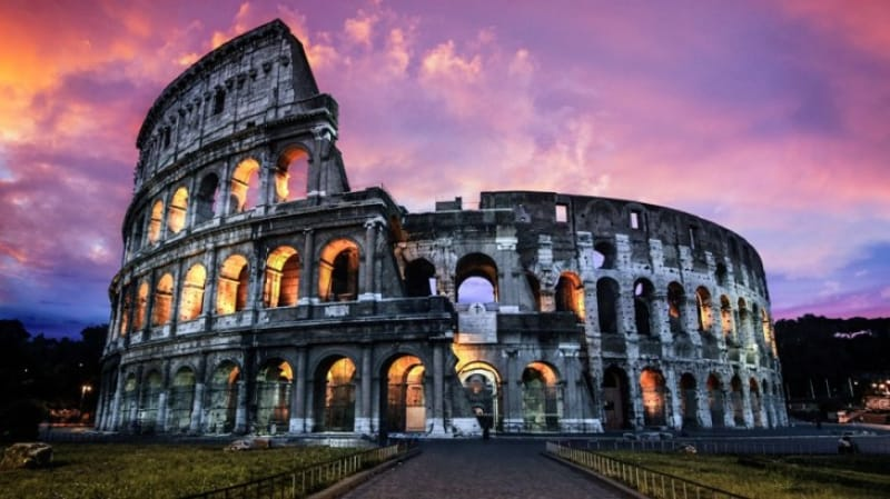 ローマ地区最大級の円形競技場「コロッセオ」