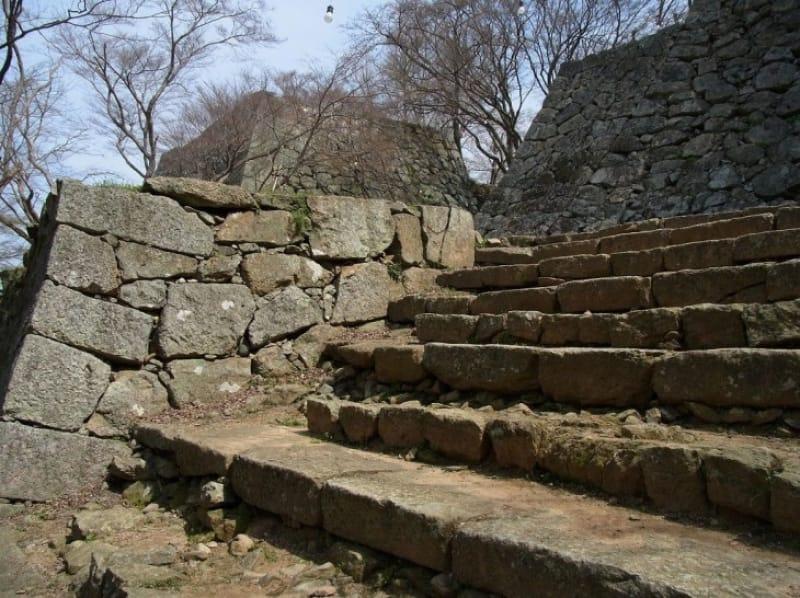 津山城の石段と石塁はどんなもの?