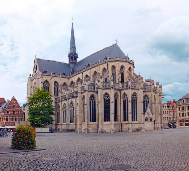 名画が残る世界遺産「聖ペテロ教会」
