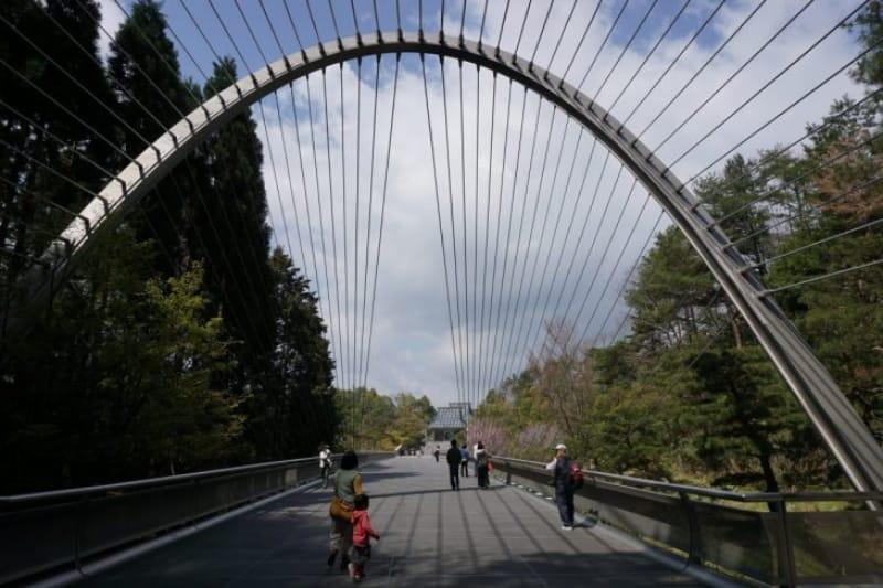 97231:トンネルの先には吊り橋と美術館が