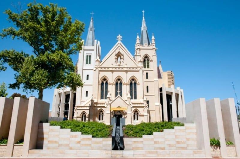美しい尖塔のセントメアリー大聖堂