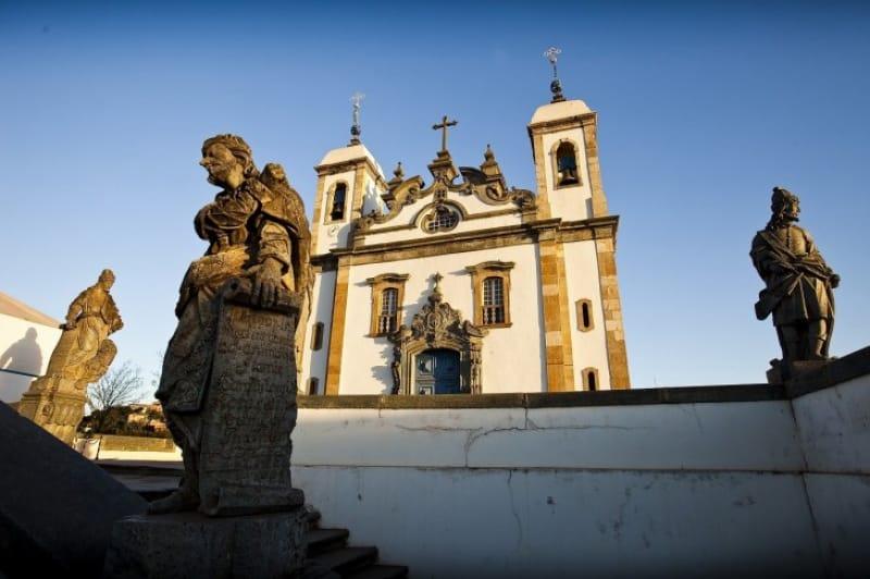 05)圧巻の彫刻群「ボン・ジェズス・ド・コンゴーニャスの聖所」(1985年登録)