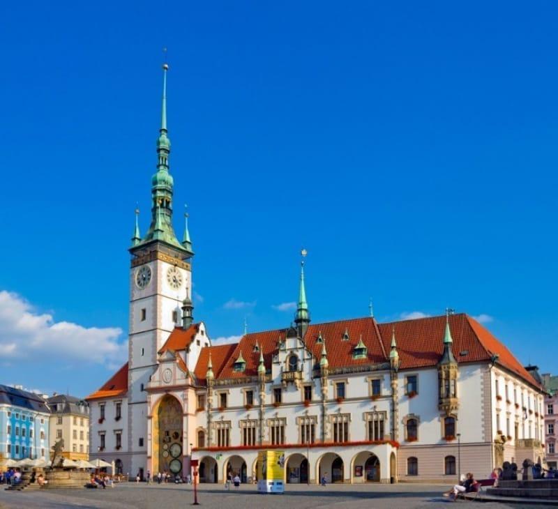 見所満載な旧市街の2つの広場