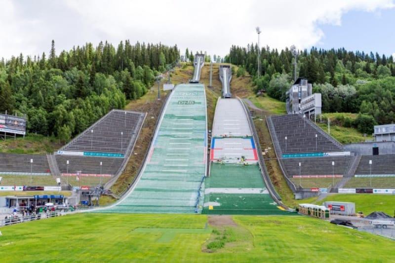スキージャンプ競技場