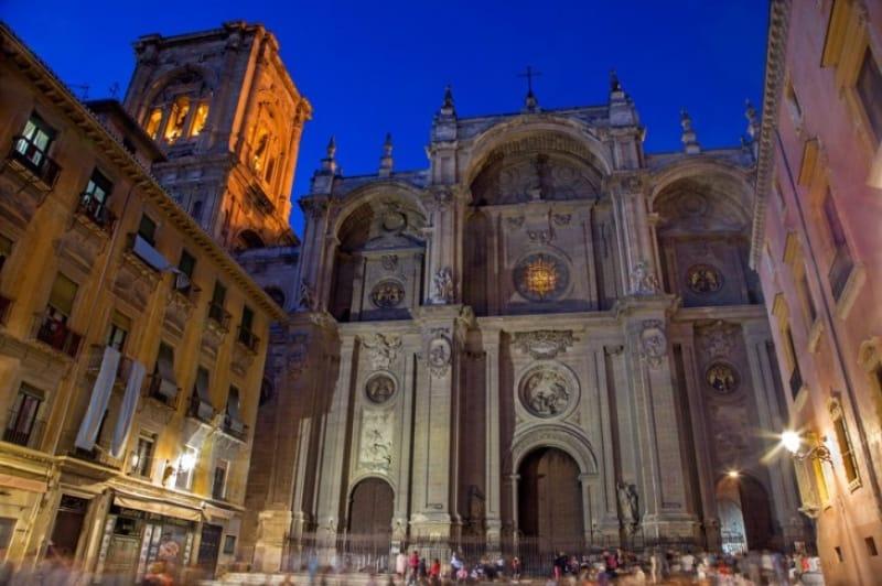 白の大聖堂 カテドラル・サンタ・マリア・デ・ラ・エンカナシオン