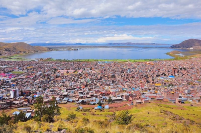 標高3,850mにある湖畔の街・プーノ