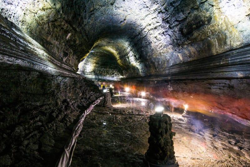 世界一の長さを誇る溶岩洞窟 萬丈窟(マンジャングル)