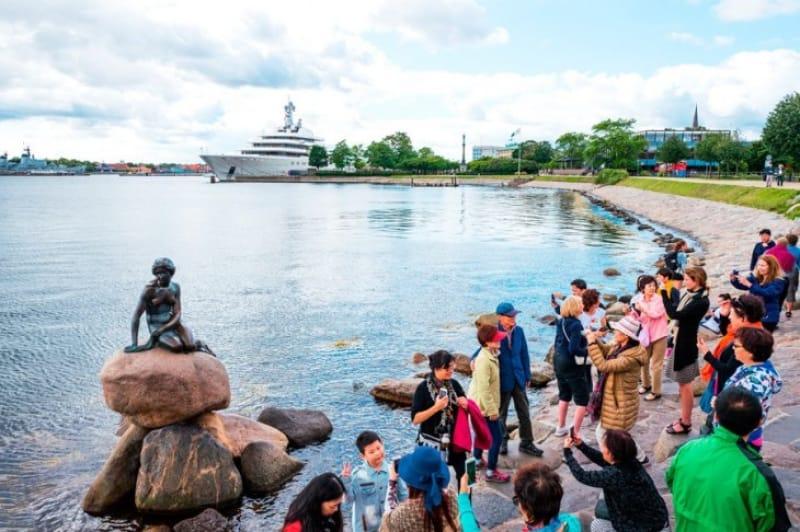 世界中の人に愛されるデンマークの象徴「人魚姫の像」
