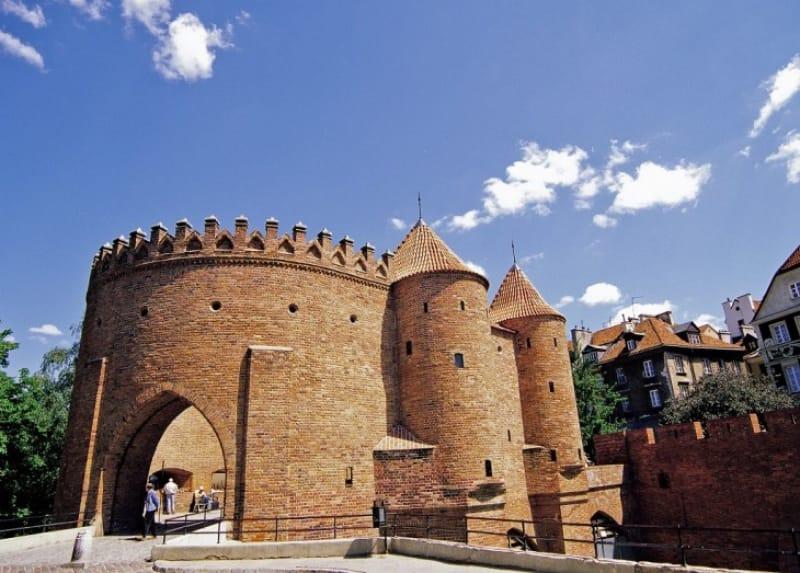 バロック様式の馬蹄型の砦!バルバカン(ワルシャワ)