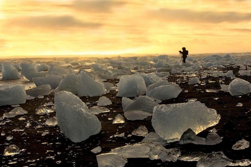 #24. 氷と黒い砂のビーチ