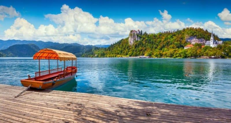 お好みの手段で湖畔の散策を