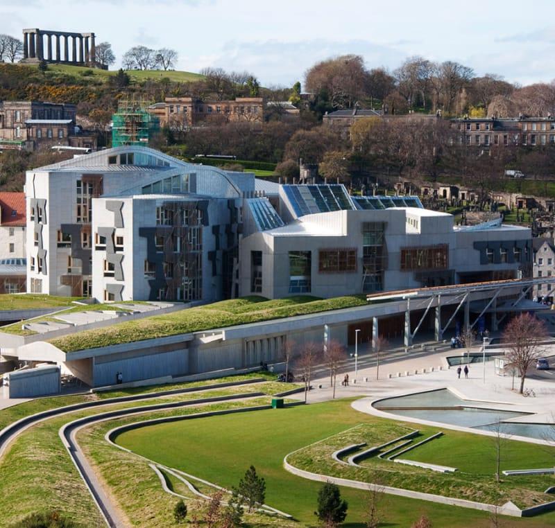 芸術的な議場・スコットランド議会議事堂
