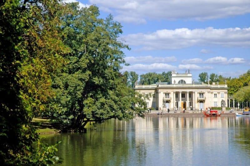 美しい公園は市民の自慢!ワジェンキ公園